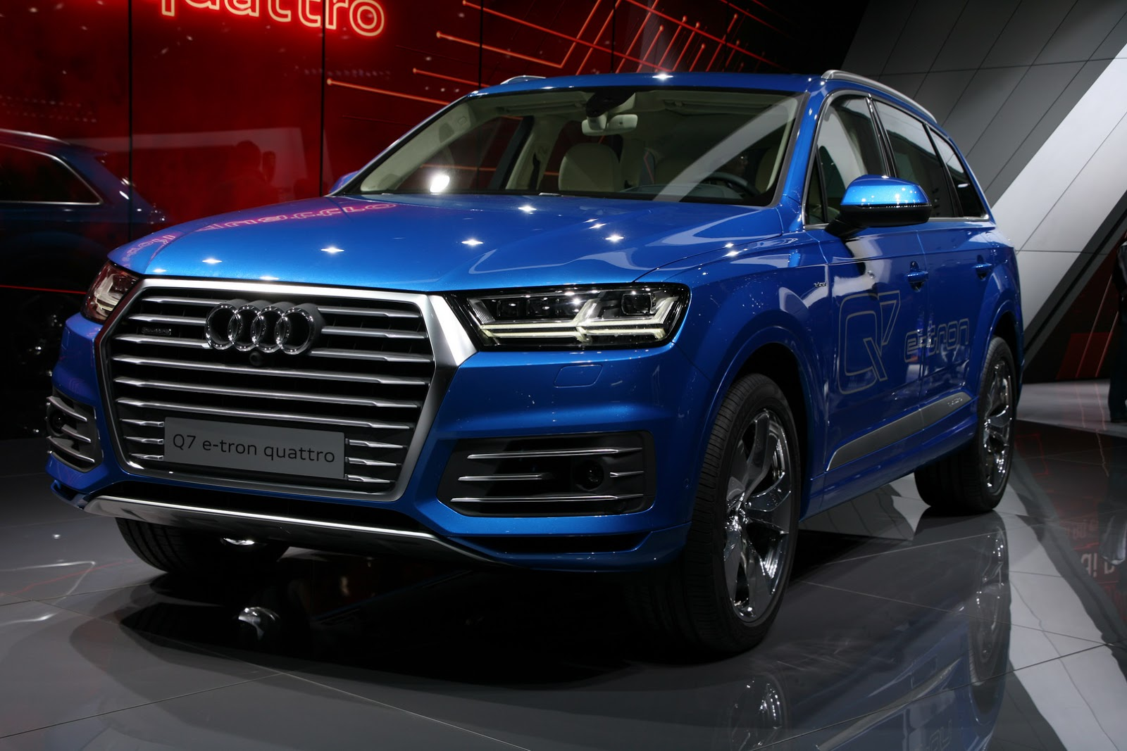 audi 39 s q7 e tron solves the dilemma between phevs and diesels. Black Bedroom Furniture Sets. Home Design Ideas