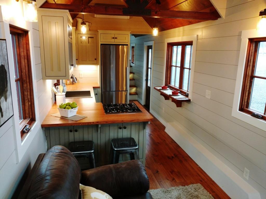 Tiny House Interior: TINY HOUSE TOWN: Luxury Farmhouse By Timbercraft Tiny