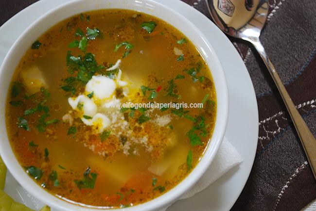 Ciorba de vacuta o sopa de carne de vaca