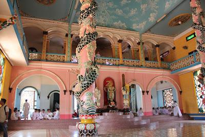 Balcones y antiteatro del Templo Cao Dai