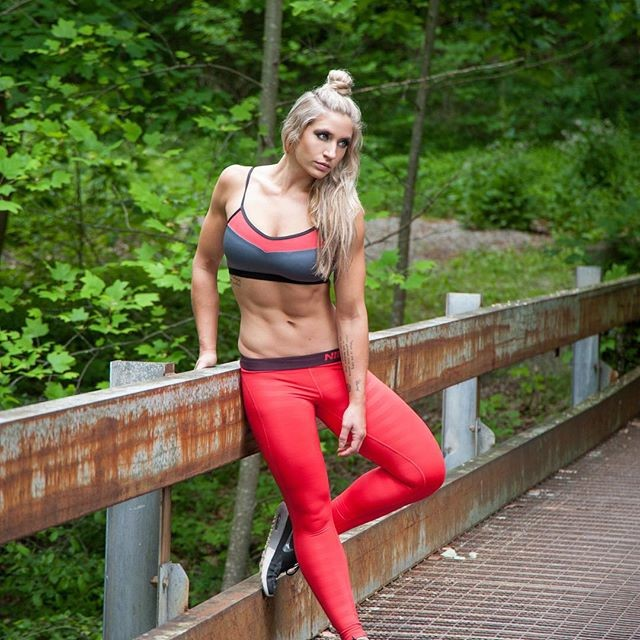 Fitness Model Alyssa Loughran Instagram photos