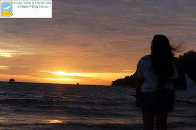 mengagumi sunset pulau kiluan