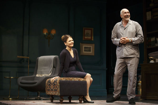 lovely kathryn photo flash first look at kathryn erbe frank langella and more in mtc 39 s the father. Black Bedroom Furniture Sets. Home Design Ideas