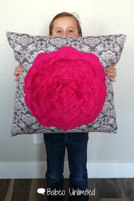 BabcoUnlimited.blogspot.com - Flower Petal Pillow