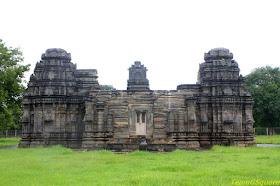 Trimurti Narayana Temple, Bandalike