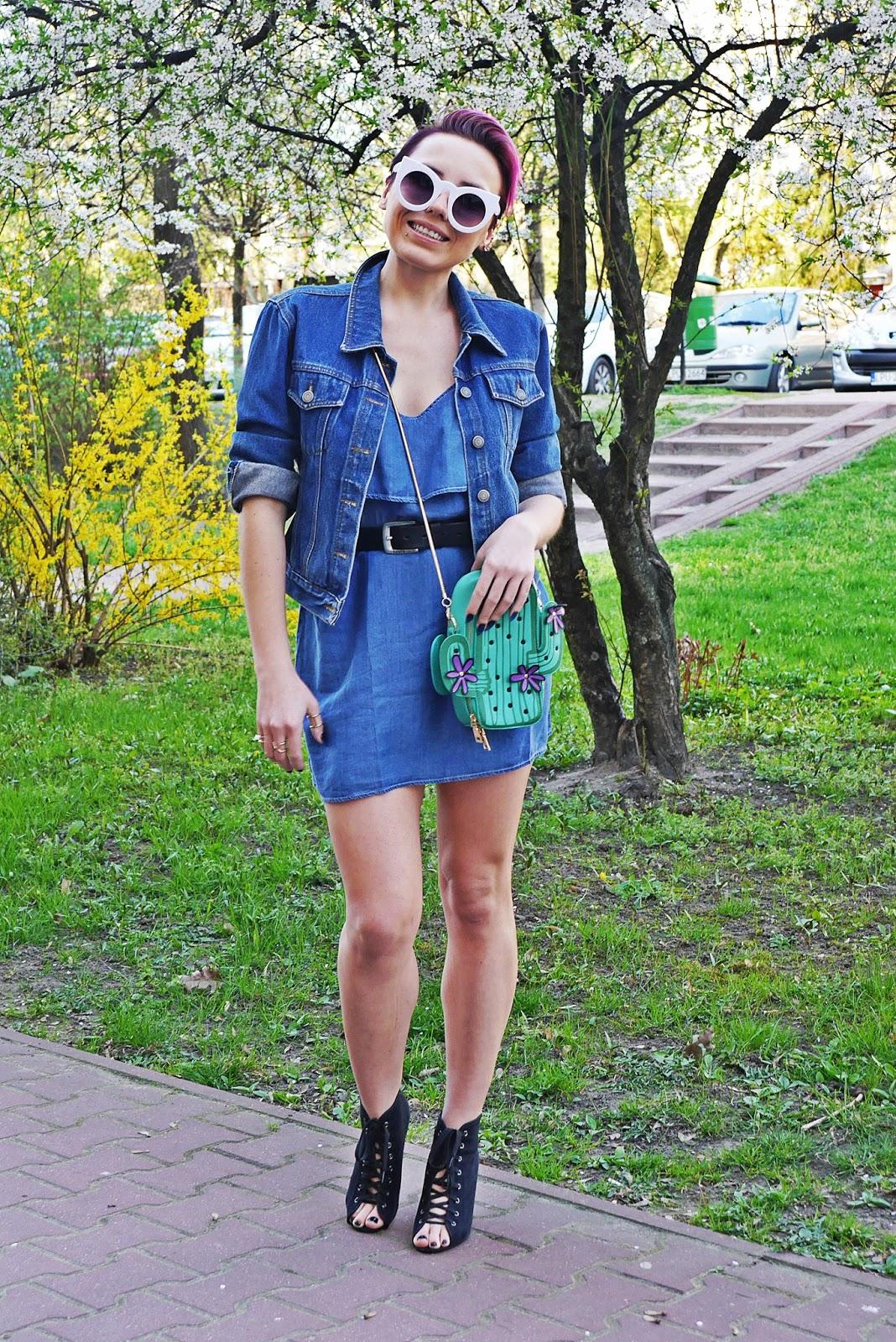 jeansowa_sukienka_torebka_kaktus_biale_okulary_koty_karyn_blog_120417a