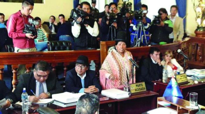 Tres magistrados renunciantes por denuncia de Toledo Yana