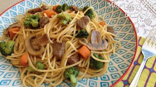 Ternera Salteada con Verduras y Pasta al Estilo Oriental