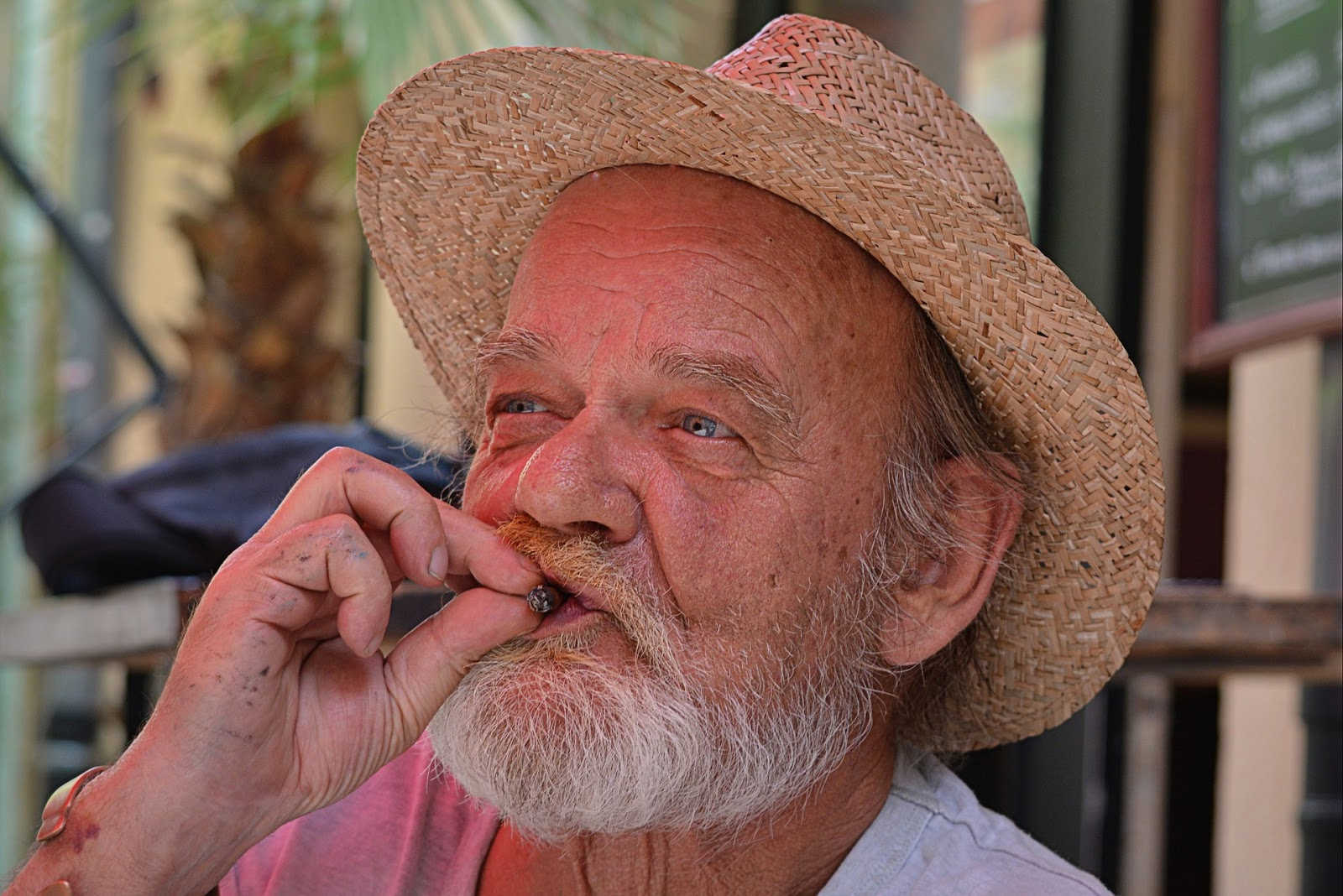 Cesser de fumer avec laide des aimants sur loreille