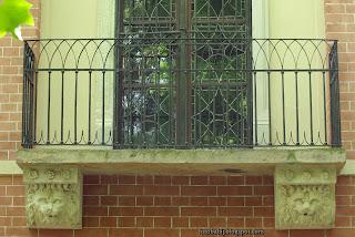 http://fotobabij.blogspot.com/2016/03/domek-gotycki-balkon-czerwiec-2015-duze.html