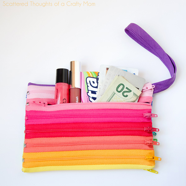 http://www.scatteredthoughtsofacraftymom.com/2013/03/rainbow-zipper-pouch-tutorial.html