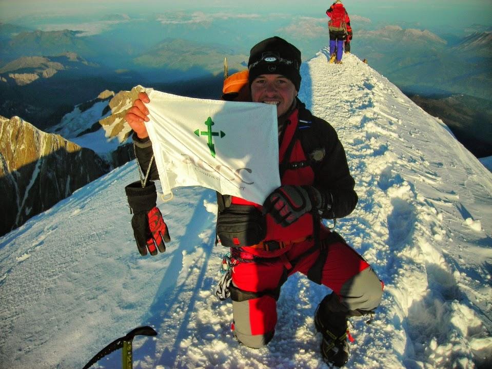 Lipe-en-la-cumbre-del-Mont-Blanc-en-los-Alpes