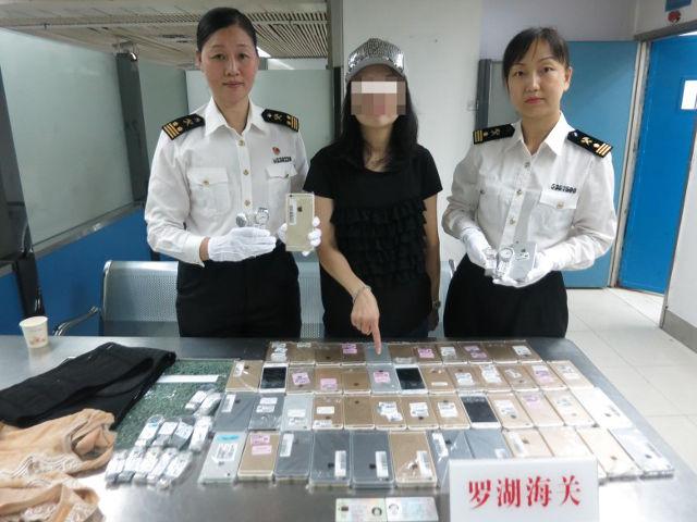 Seorang Wanita Ditangkap Karena Menyelundupkan 103 IPhone Ke Hongkong Via Jalur Udara