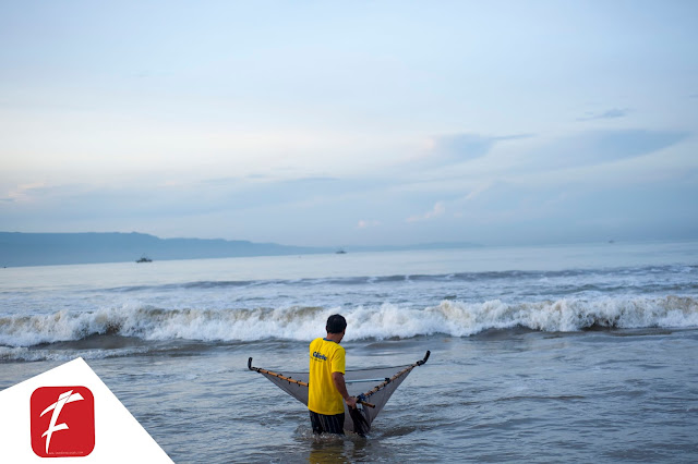 """Foto : Sang Pemburu """"impun"""" di Pantai Selatan"""