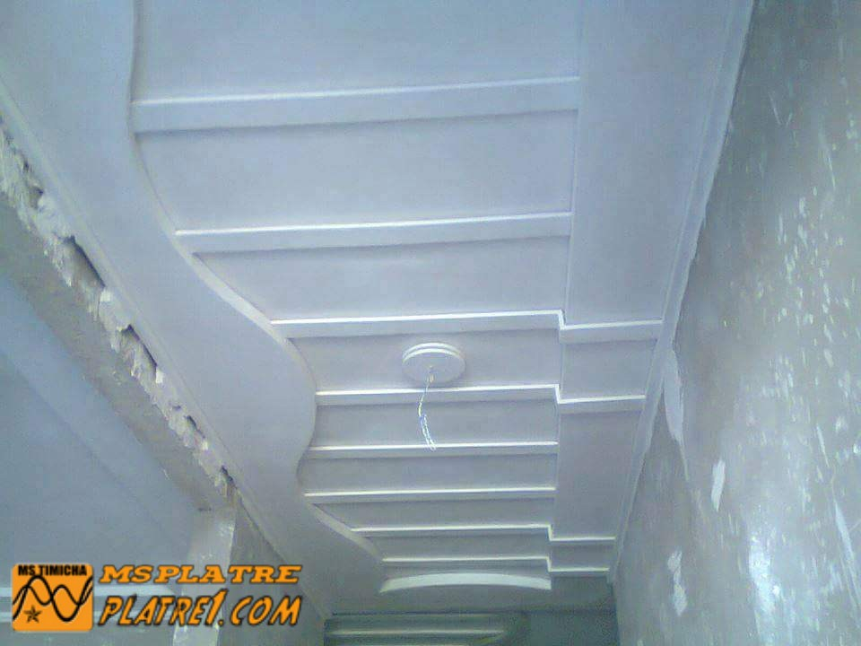 Faux plafond de couloir platre for Decoration plafond couloir