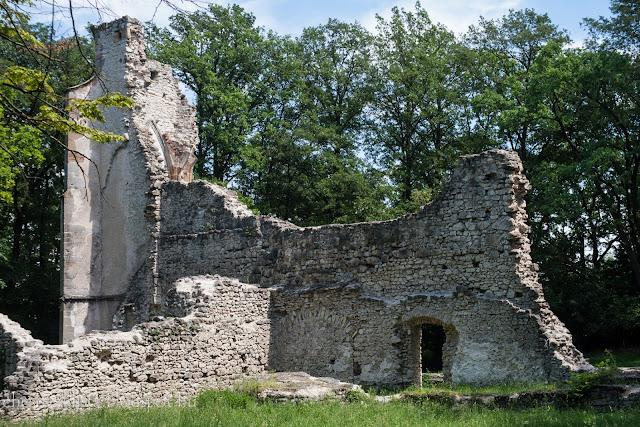 Pálos kolostor romja Nagyvázsony mellett
