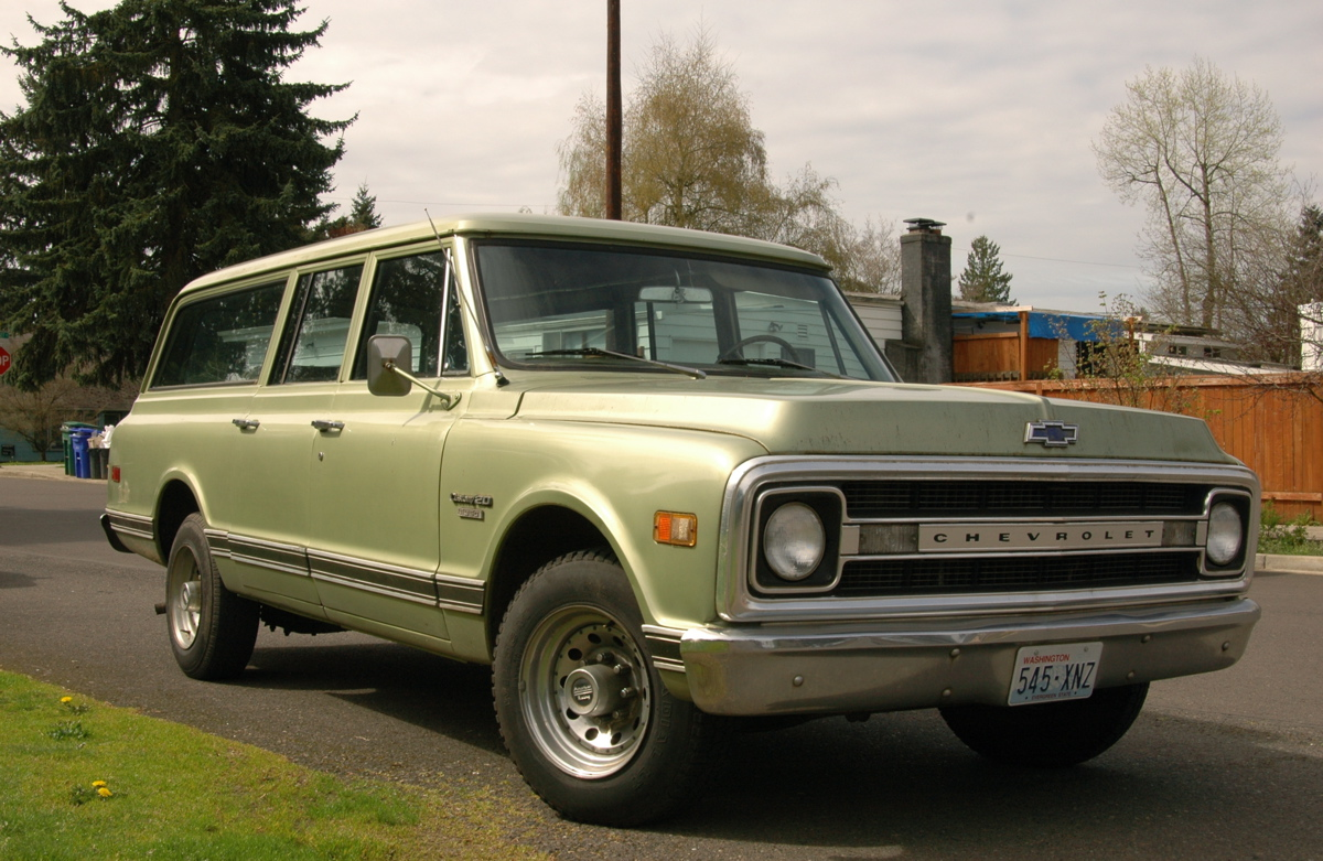 All Chevy chevy 1970 : OLD PARKED CARS.: 1969 Chevrolet Suburban Custom/20.