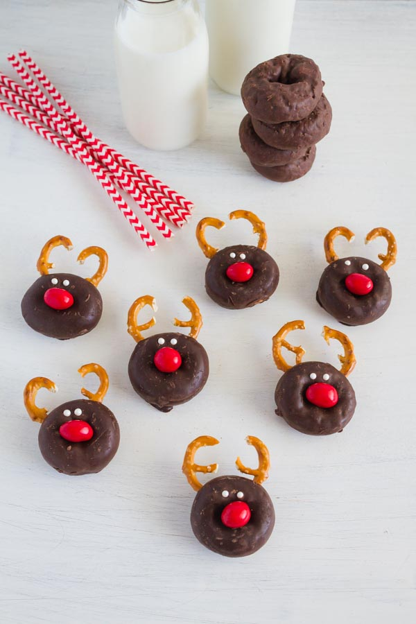 Adorable Reindeer Donuts!  So fun to make with the kids!  |  mynameissnickerdoodle.com