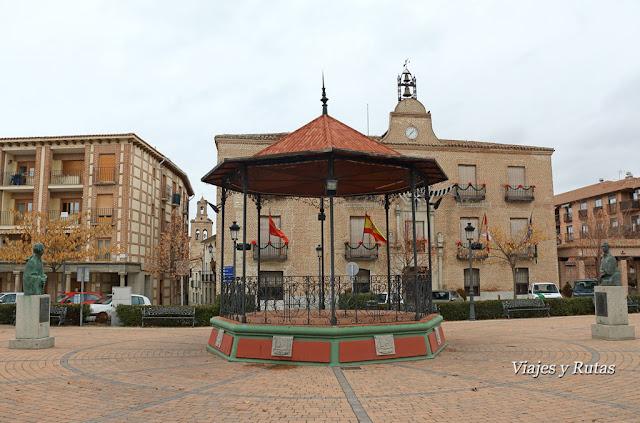 Plaza del Real, templete central y ayuntamiento de Arévalo