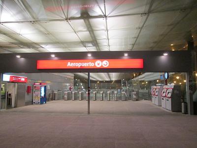 Nowoczesne lotnisko w Maladze jest bardzo dobrze oznakowane.