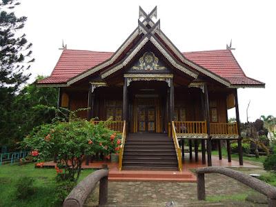 Rumah Panggung Kajang Leko