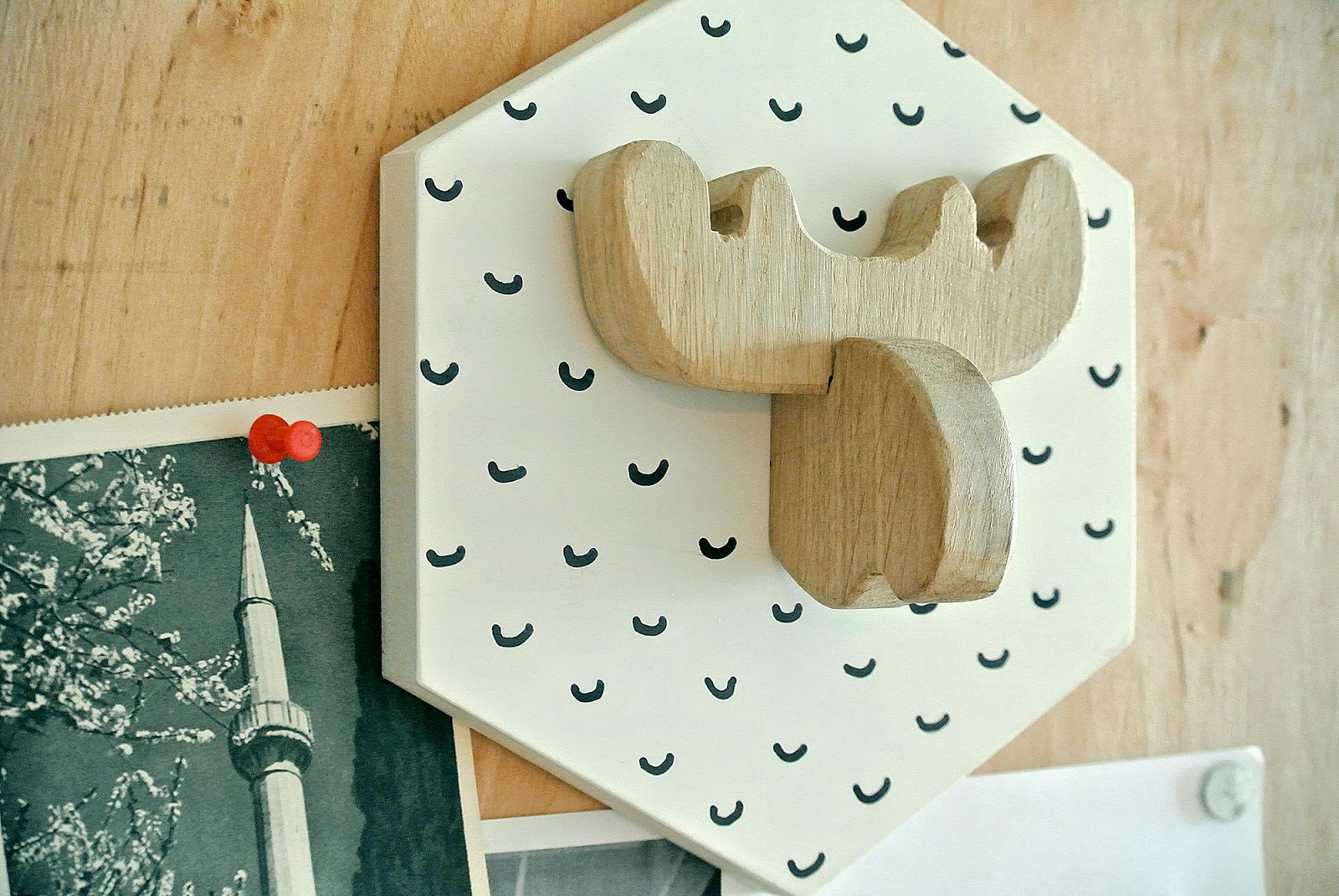 black and white wooden simple stylish decor easy simple to make