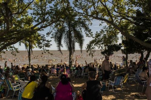 ad1ac1e0137 Para o dia 28 de dezembro está programada a abertura da Estação Verão Sesc  na praia da Barrinha com oferta de material esportivo e atrações culturais  ao ...
