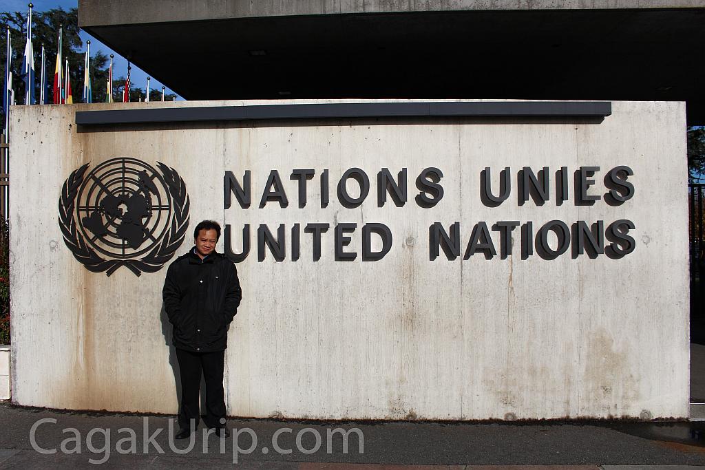 Narsis di Depan Kantor PBB Jenewa