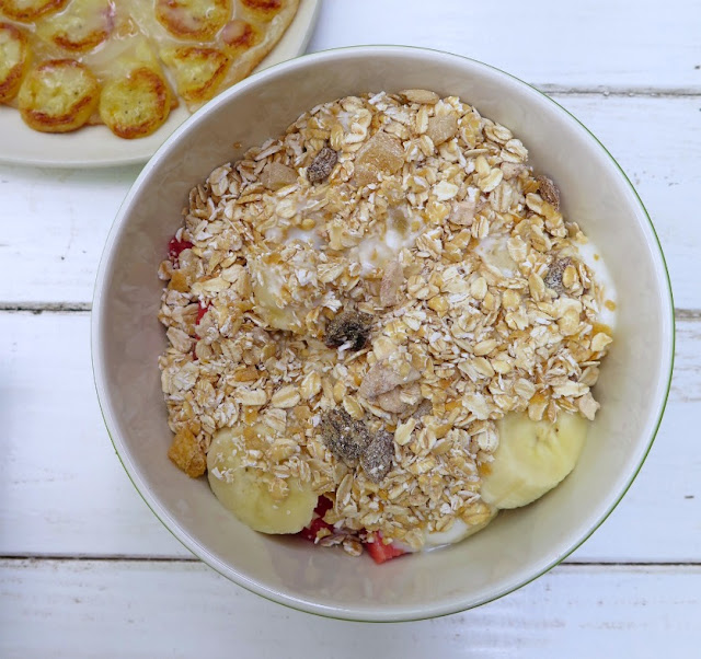 oats, fruit, yoghurt, breakfast