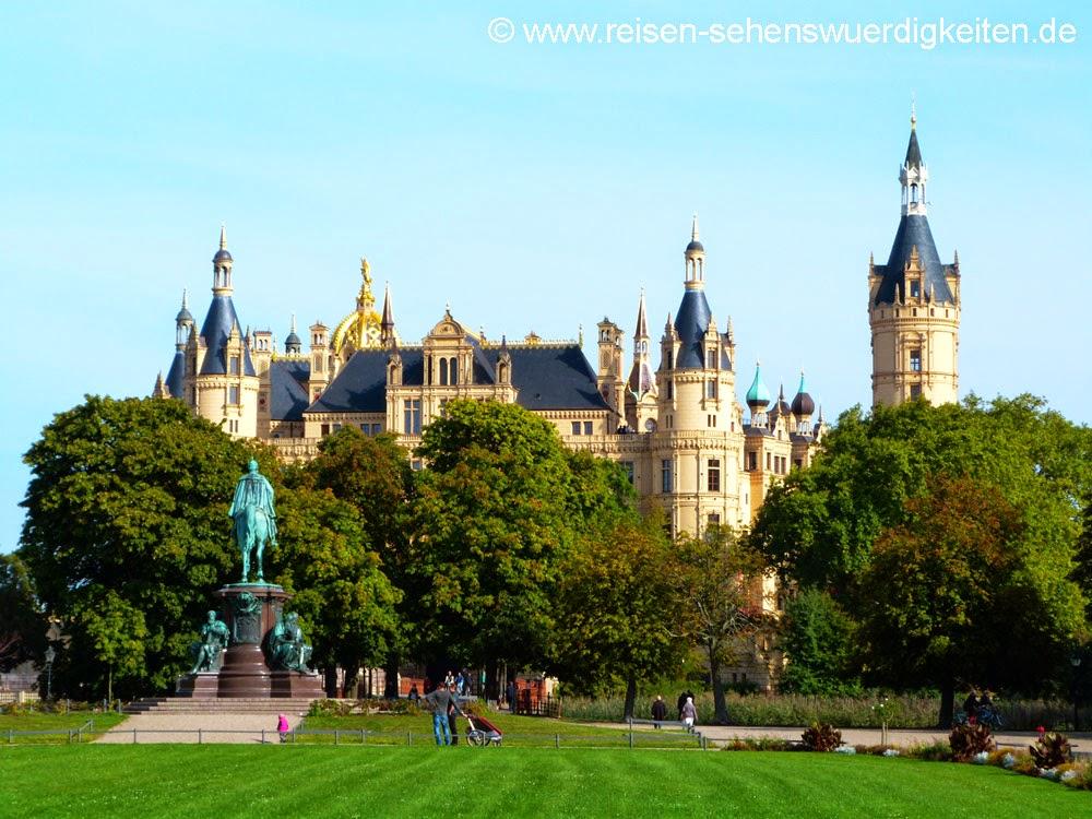 Schloss Schwerin, Schlossgarten Schwerin, Sonnenschein, Sehenswürdigkeiten Schwerin