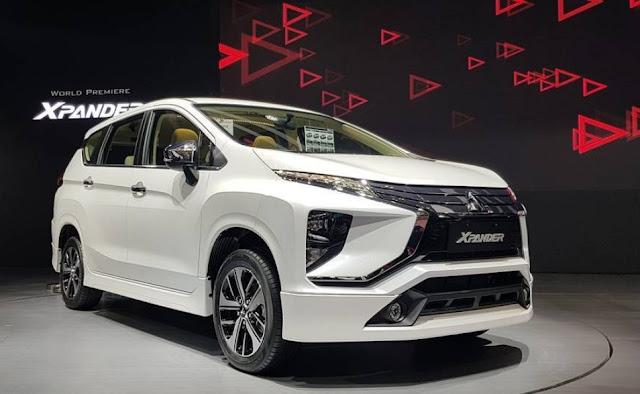 Mobil Mitsubishi Expander Warna Putih