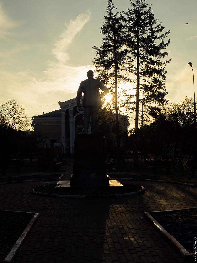 Памятник Владимиру Ильичу Ленину. Расположен в г. Москва, напротив дома культуры на другой стороне 1-й Курьяновской улицы.