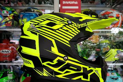 Mengapa Helm Cakil Untuk Motor Trail Berbeda? Apa Kegunaan dari Moncongnya Yang Panjang?