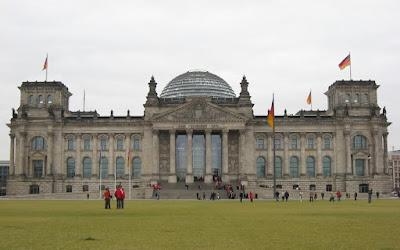 Politico: «Αναχρονιστικές» οι φωνές των Γερμανών Φιλελευθέρων υπέρ ενός Grexit