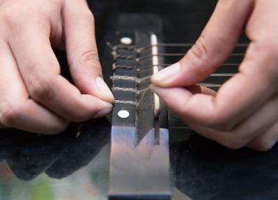 Hướng dẫn các bước làm sạch đàn Guitar hiệu quả