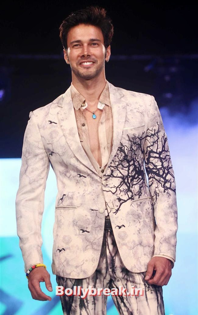 Rajnish Duggal, Celebs Sizzle in Ramp at Charity Fashion Show of Smile Foundation