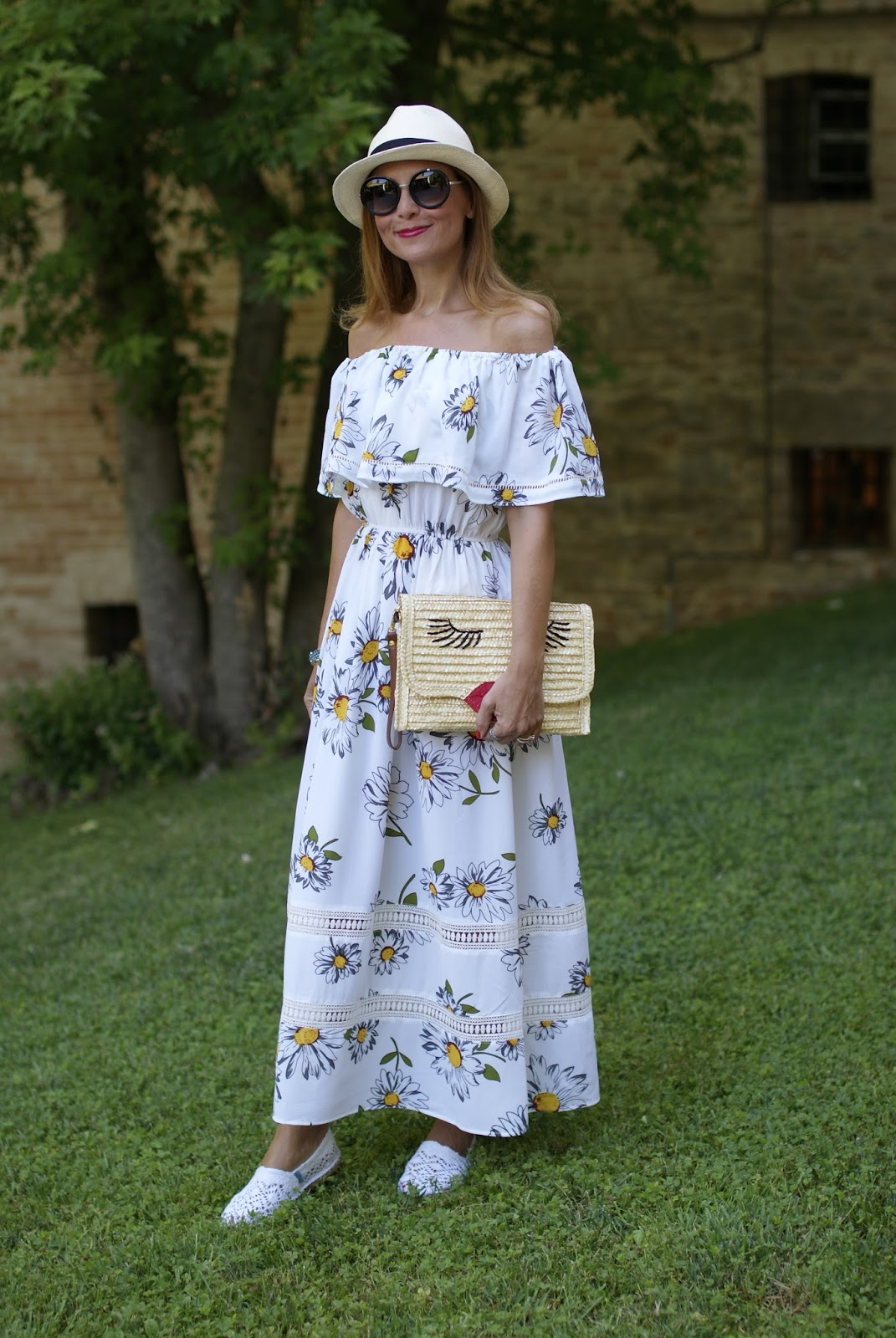 Off the shoulder Zaful maxi dress with daisy print on Fashion and Cookies fashion blog, fashion blogger style