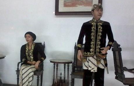 pakaian adat bangsawan sunda
