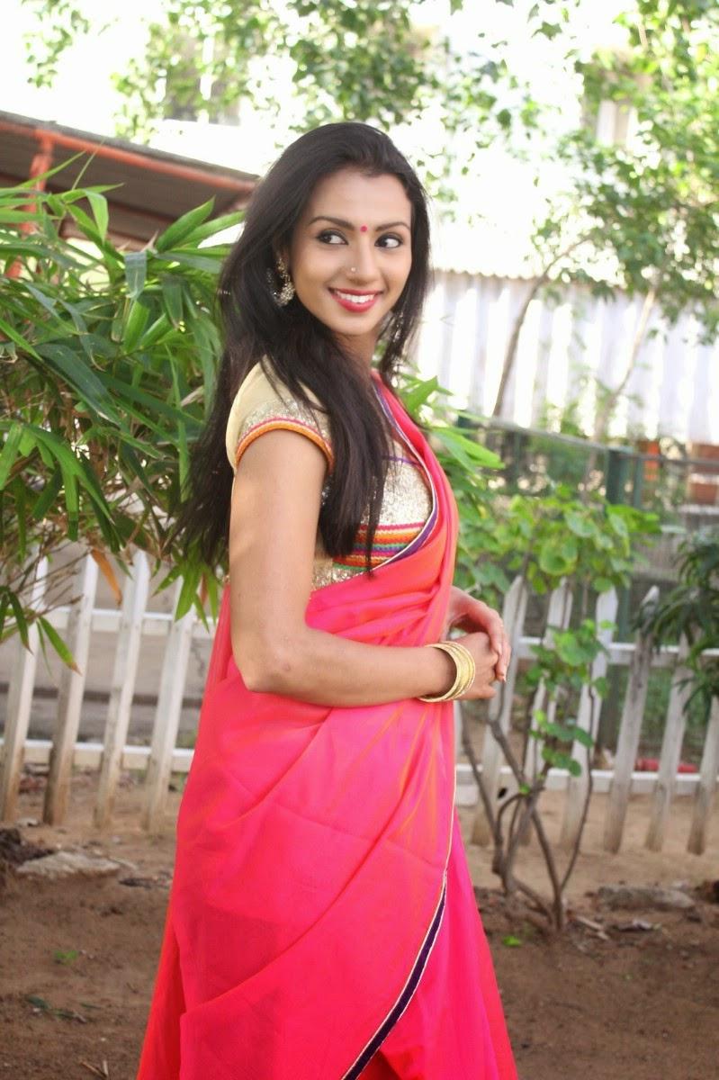 Hd Wallpaper Of Beautiful Indian Girl Shruthi Hariharan Hot And Spicy Stills Hd Latest Tamil