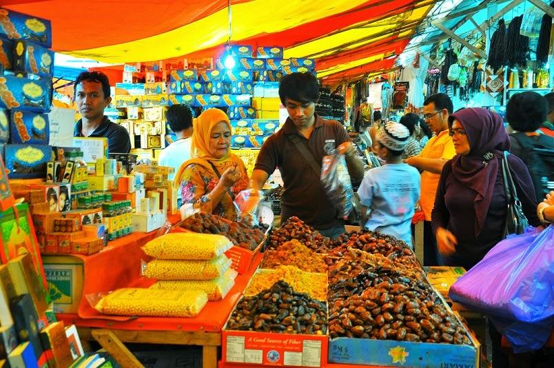travelplusindonesia  Borong Oleh-oleh Haji Made in Arab di Tanah Abang 57a6b23616