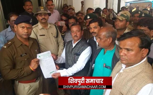 करैरा हत्याकाण्ड को लेकर सडकों पर उतारा कर्मचारी संघ, ज्ञापन कर की जांच की मांग | Shivpuri News
