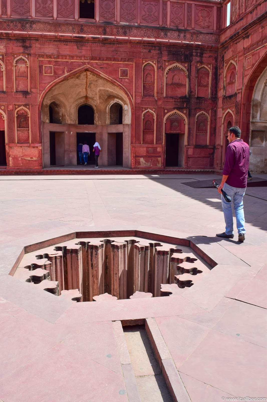 Visiting of The Agra Fort - Photo by Bianca Malata - www.itsallbee.com