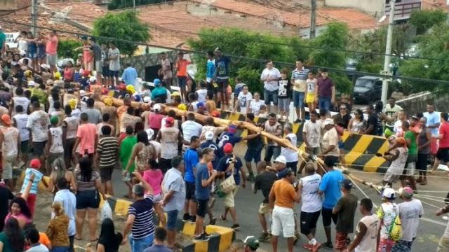 Festa do Pau da Bandeira abre festejos juninos em Barbalha
