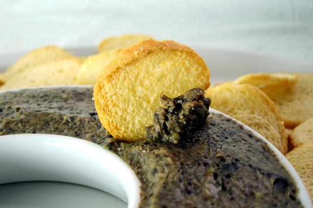 pressure cooker porcini mushroom dip with crostini