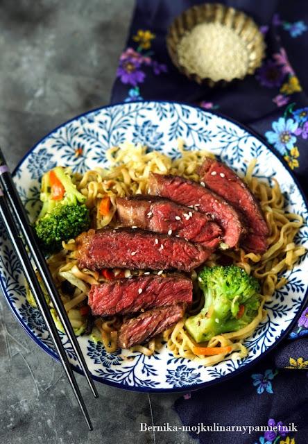 stek, wolowina, japonia, makaron, udon, obiad, bernika, oyakata, kulinarny pamietnik,