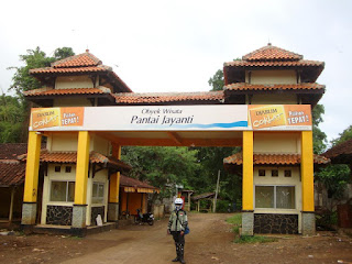 Gerbang menuju Pantai jayanti