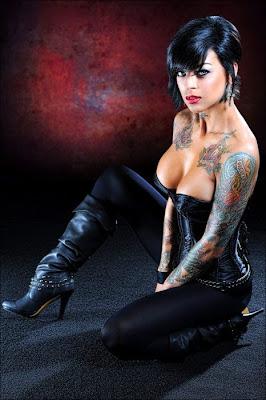 beautiful naked tattooed women