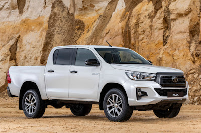 Toyota Hilux Invincible X Double Cab (2019) Front Side
