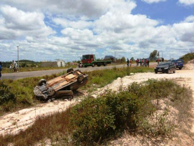 Quatro pessoas estavam no veículo. (Foto: Site Informe Barra)