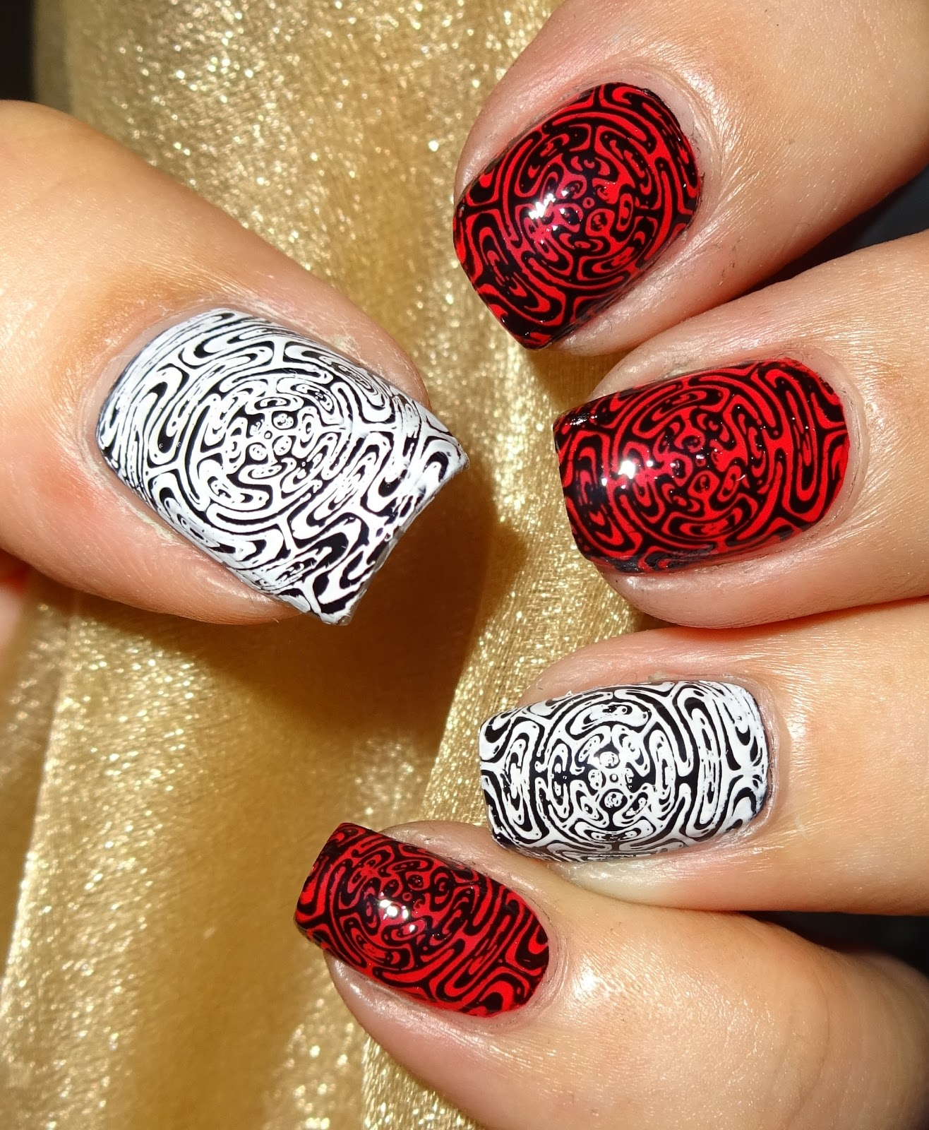 Wendy\'s Delights: MoYou Nails Stamping Plate 400 - Optical Illusion